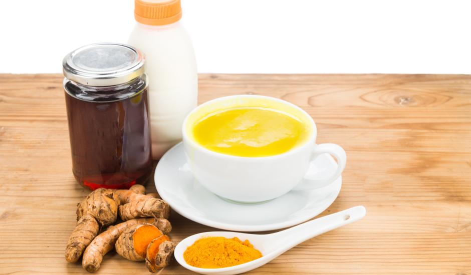 Kurkumas piens vēdera labsajūtai