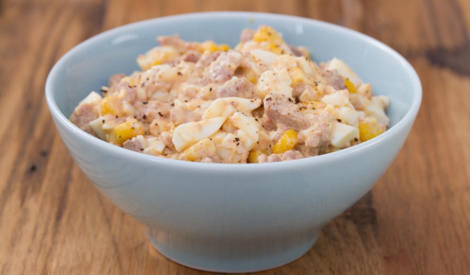 Tunča salāti ar kukurūzu