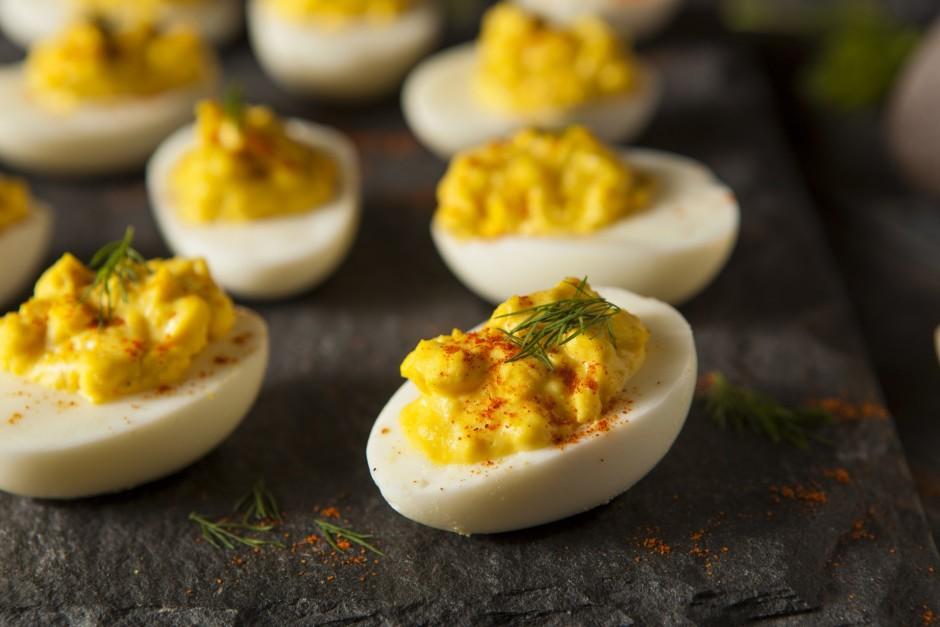 Tad kad pildījums ir gatavs, iepilda to olas baltumos. Rotā...