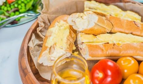 Pildīta bagete ar siera krēmu