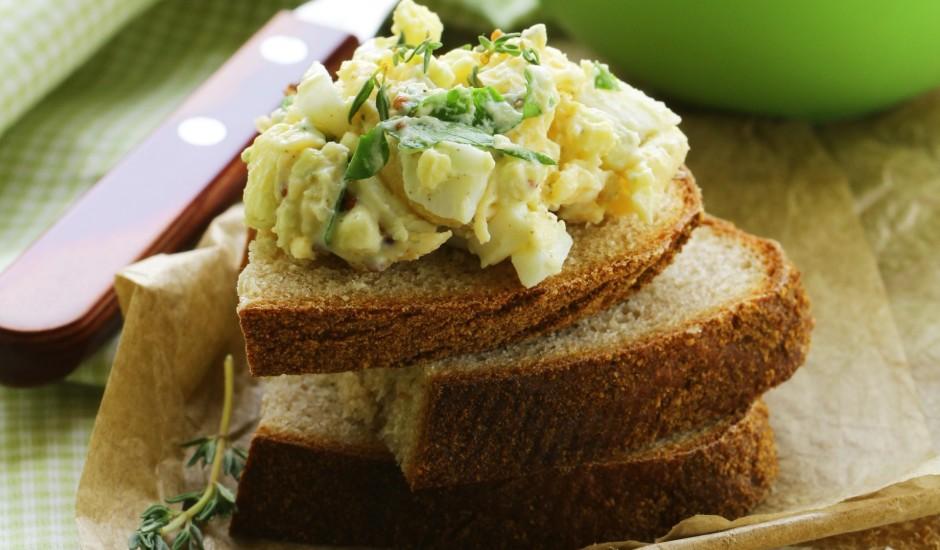 Olu - siera salāti ar ķiploku