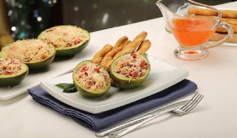 Karstie avokado salāti ar cieto sieru Džiugas
