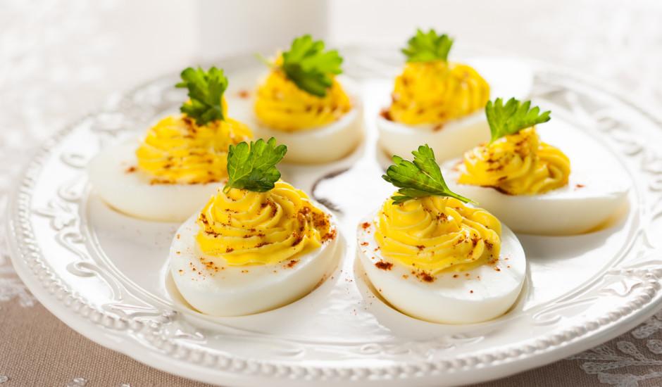 Pildītas olas ar parikas pulveri