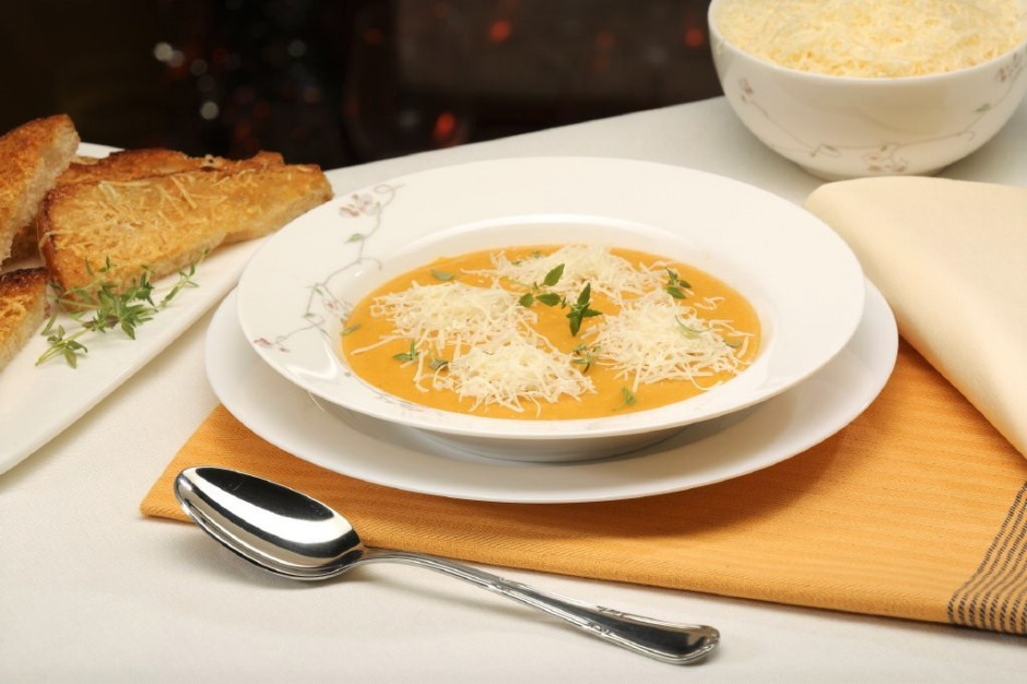 Zupu lej traukos, uzbert siera kalniņus, izrotā ar mārsilu....