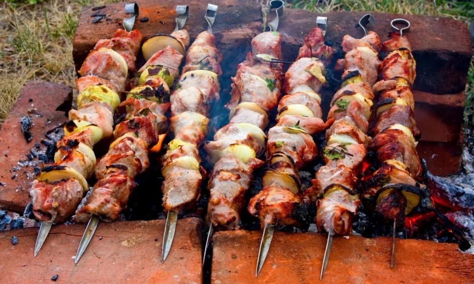 Trauku ar iemarinētu gaļu ieteicams novietot aukstā un tumšā...