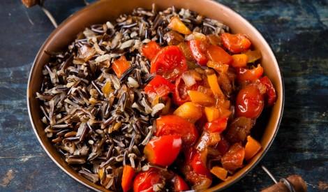 Savvaļas rīsi ar dārzeņu sautējumu