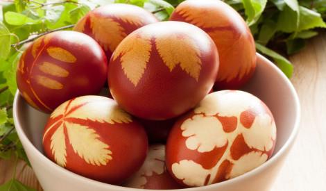 Lieldienu olas sīpolu mizās