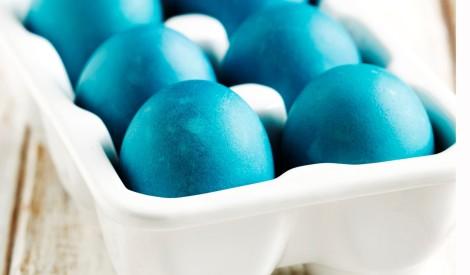 Debesu zilās Lieldienu olas