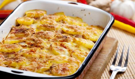 Kartupeļu sacepums ar cauraudzīti