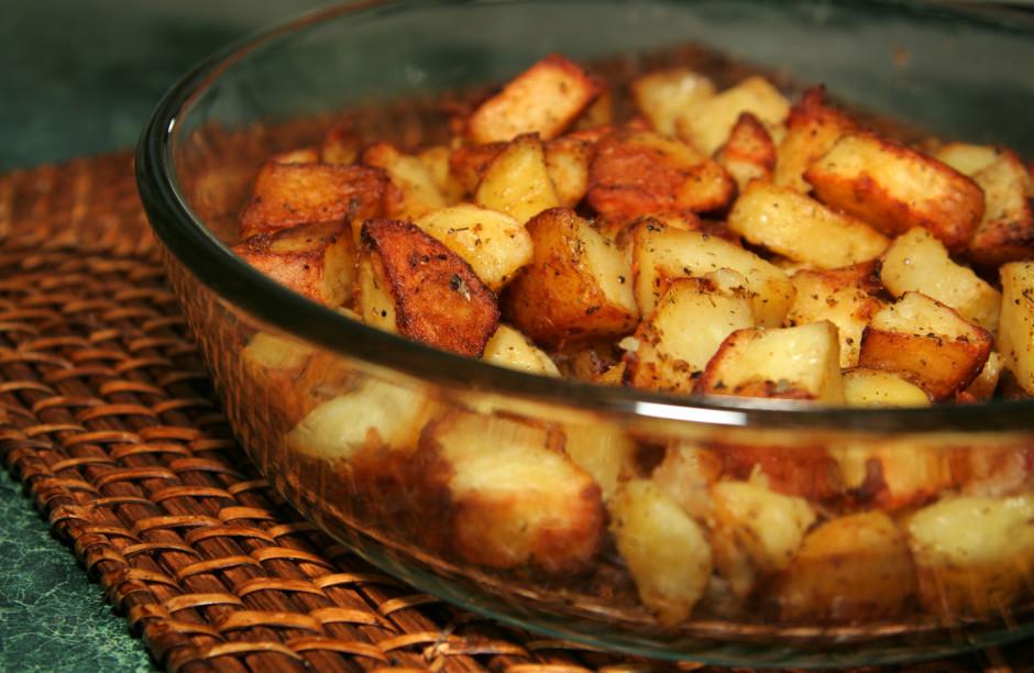Kartupeļus cep cepeškrāsnī 200C kamēr mīksti, taču ieteicams...