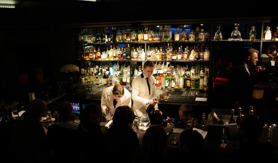 Pasaulē otrais labākais bārs American Bar viesojas Rīgā un prezentē savu kokteiļu karti