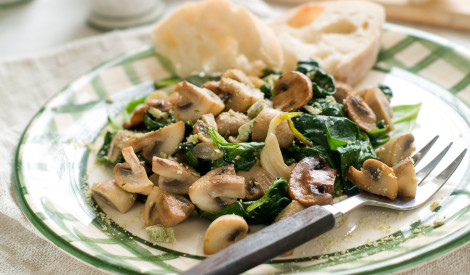 Karstie šampinjonu - spinātu salāti