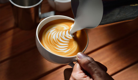 Melna vai balta, stipra vai viegla – kāda ir mīlētākā kafija Latvijā?