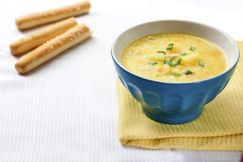 Vāra, līdz kartupeļi mīksti, pieliek sāli un piparus pēc gar...
