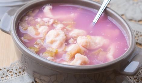 Rabarberu zupa ar biezpiena klimpām