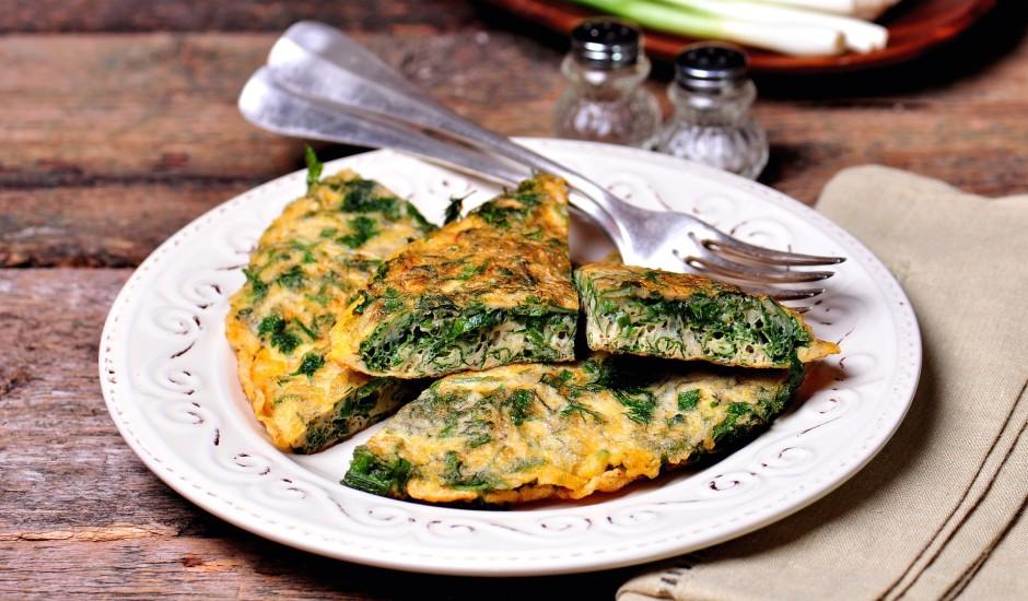 Omlete ar dažādiem zaļumiem