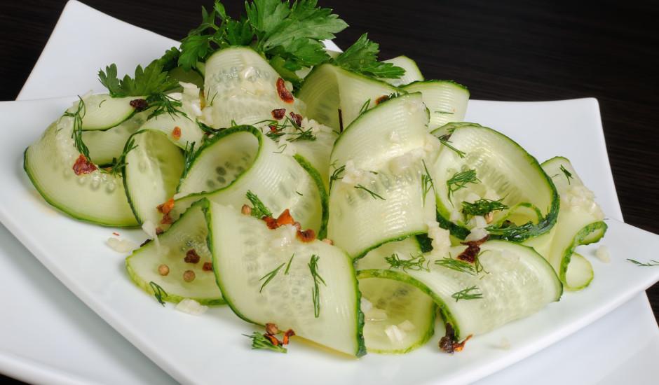 Ķiploku - gurķu salāti