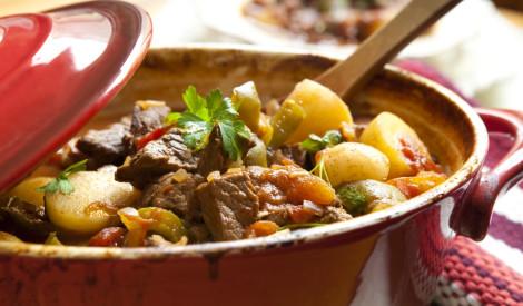 Sautējums ar papriku un liellopa gaļu