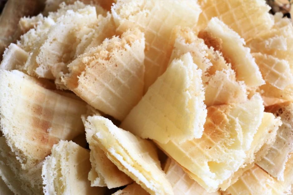 Vafeļu pannu sakarsē, apsmērē ar taukvielām, uzlej mīklu un...