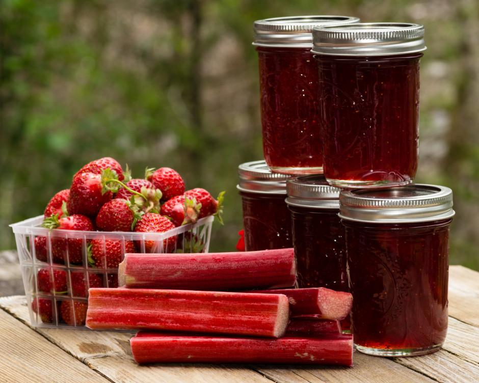 Ieber cukuru un maisot vāra vēl 15 - 20 min. vai līdz augļi...