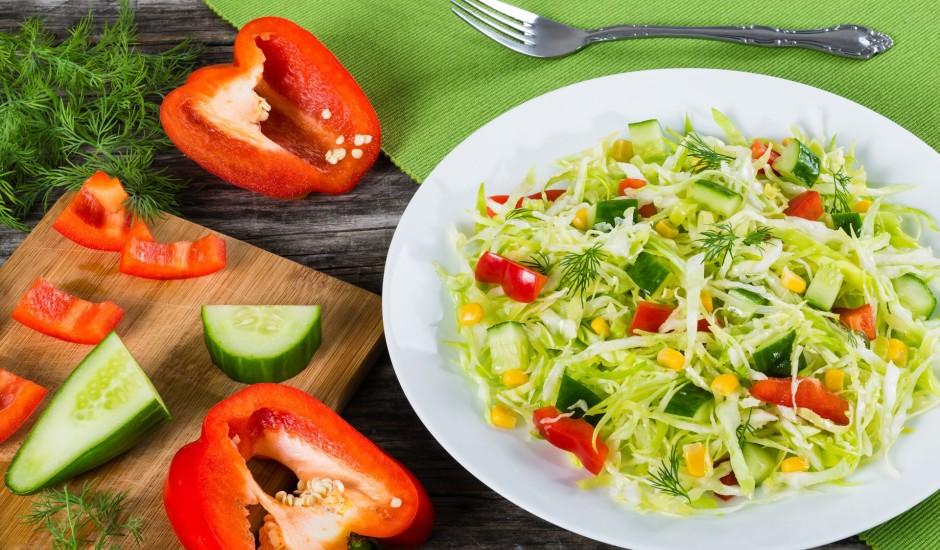 Salāti pie grilēta ēdiena
