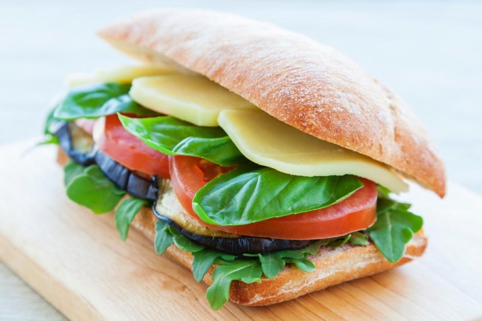 Uzliek maizītes augšējo daļu.  Labu apetīti!