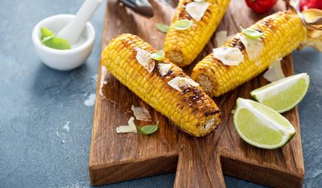 Grilētas kukurūzas vālītes ar laimu