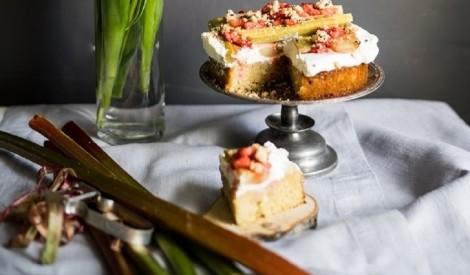 Rabarberu – mandeļu kūka
