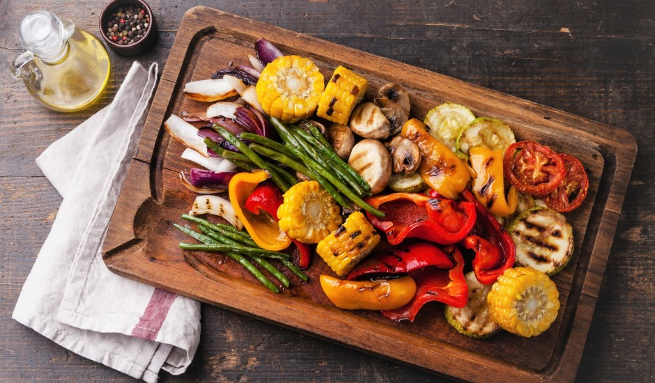 Grilēti dārzeņi un piedevas lieliskai maltītei dabā