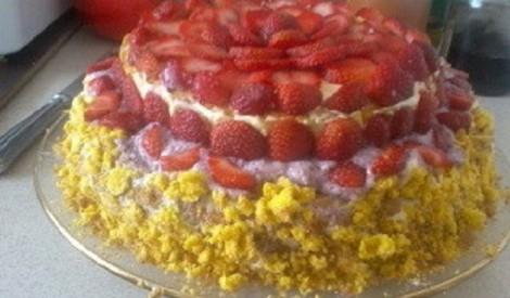 Mājas zemeņu torte