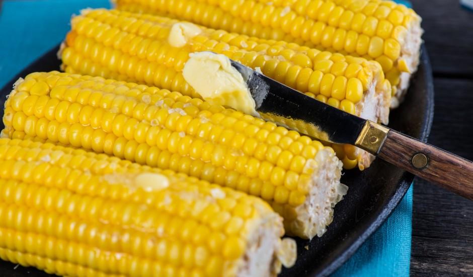 Vārītas kukurūzas vālītes ar sviestu