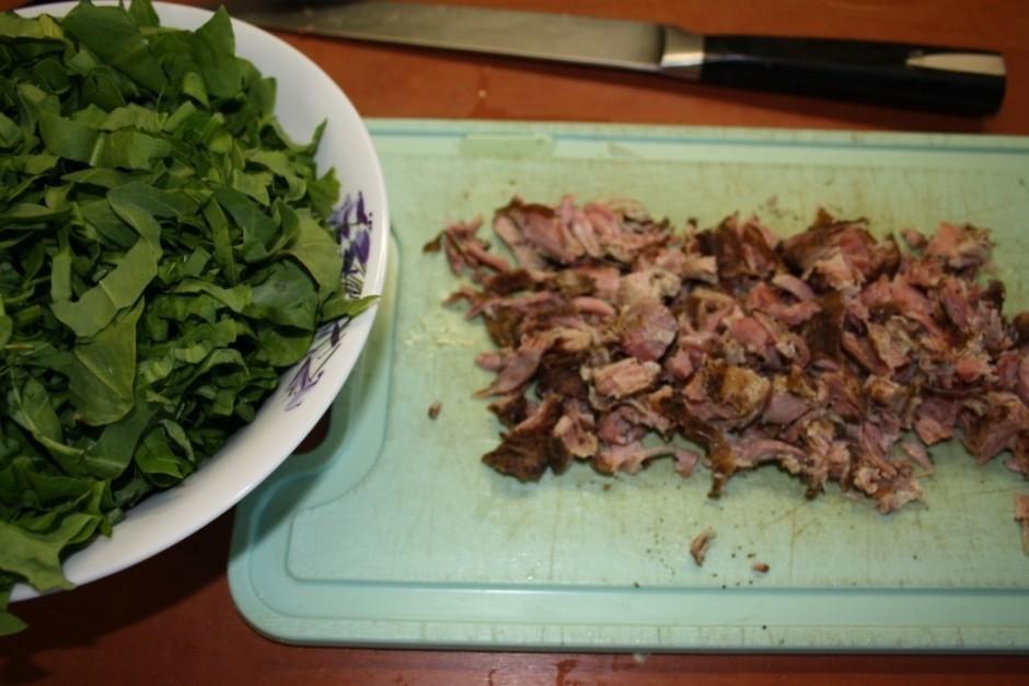 Pagājušas 10 -15 minūtes un gaļa ir atdzisusi, to noņemt var...