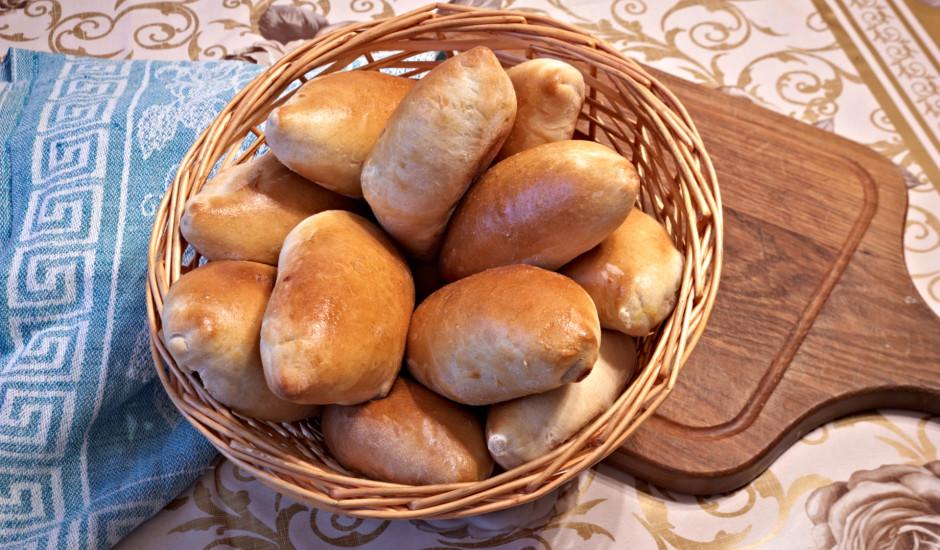 Rauga mīkla un zeltainie pīrādziņi