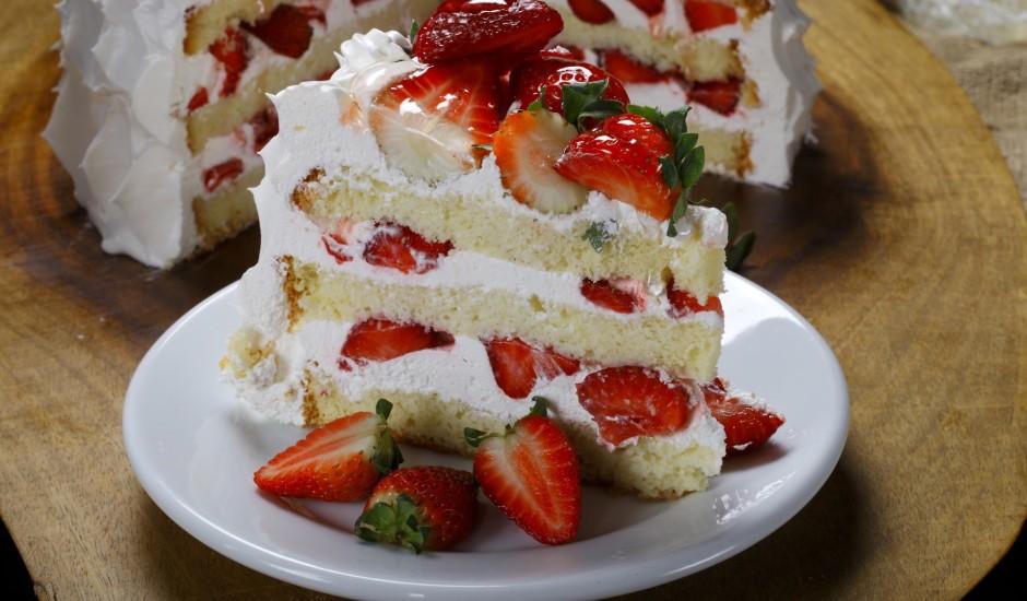 Zemeņu - putukrējuma torte