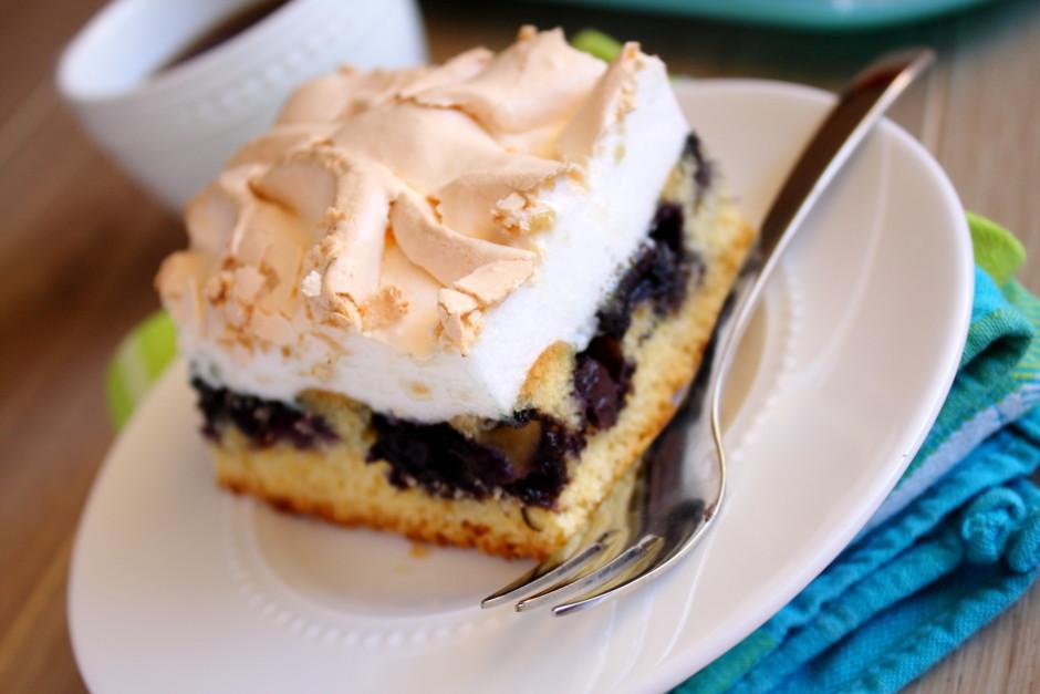 Cep torti cepeškrāsns zemākajā līmenī 175 grādu temperatūrā...