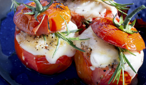 Pildīti tomāti ar rīsiem un šķiņķi