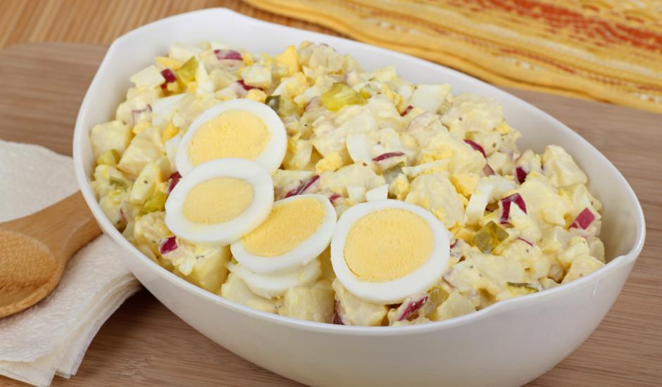 Vārītu kartupeļu un gurķu salāti