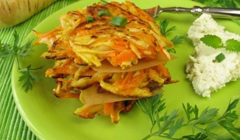 Kartupeļu un burkānu kraukšķīgās pankūkas