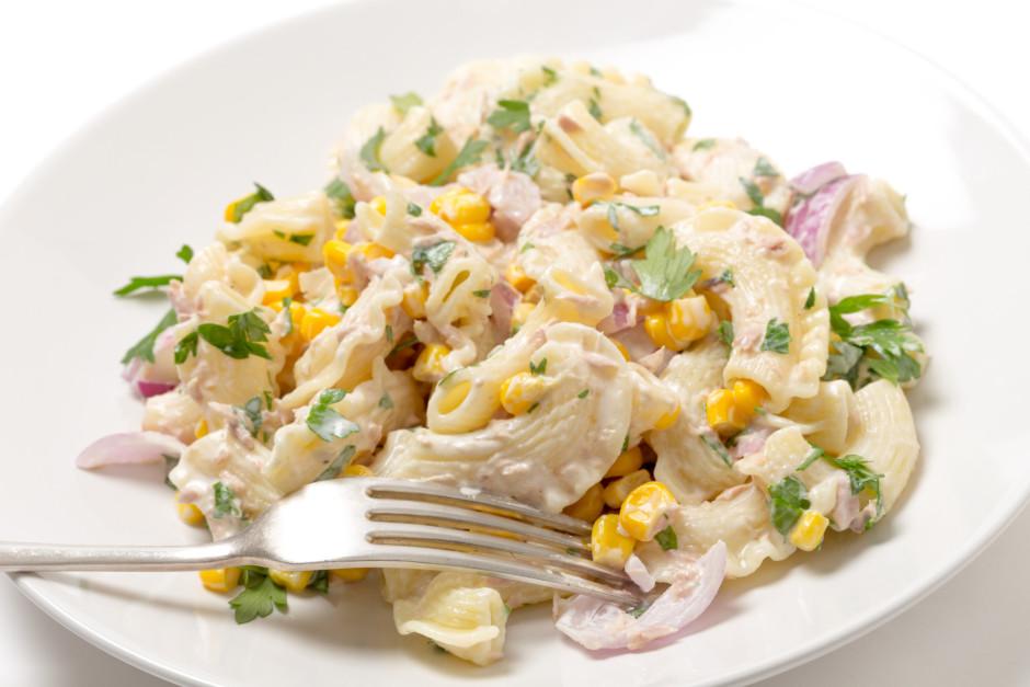 Visu sajauc ar nelielu daudzumu majonēzes un viss, salāti ga...