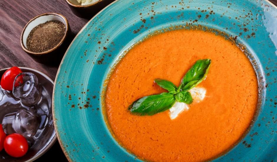 Blenderēta aukstā tomātu zupa jeb gaspačo