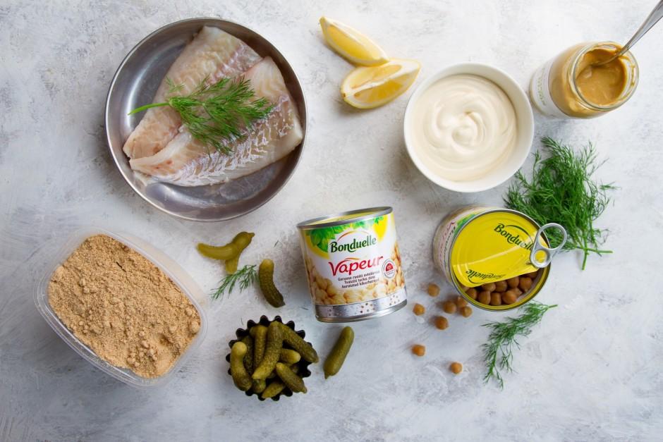 Sagatavo nepieciešamās sastāvdaļas zivju plāceņu pagatavošan...