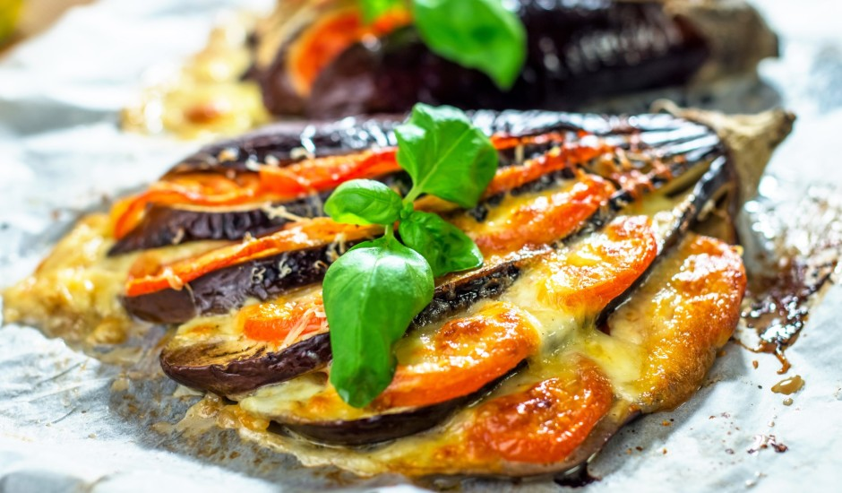 Baklažāna vēdeklītis ar tomātu, bekonu un sieru