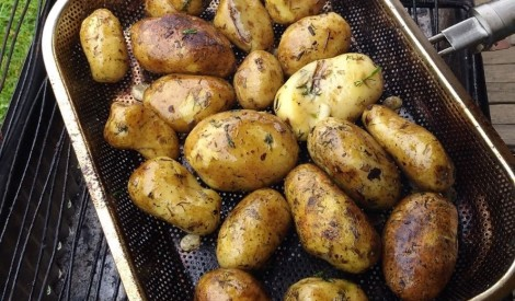 Grilēti kartupeļi ar ķiplokiem un dillēm