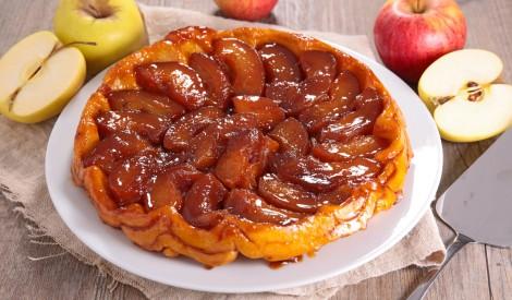 Apgrieztā ābolu tarte ar karameļu mērci - Tarte tatin