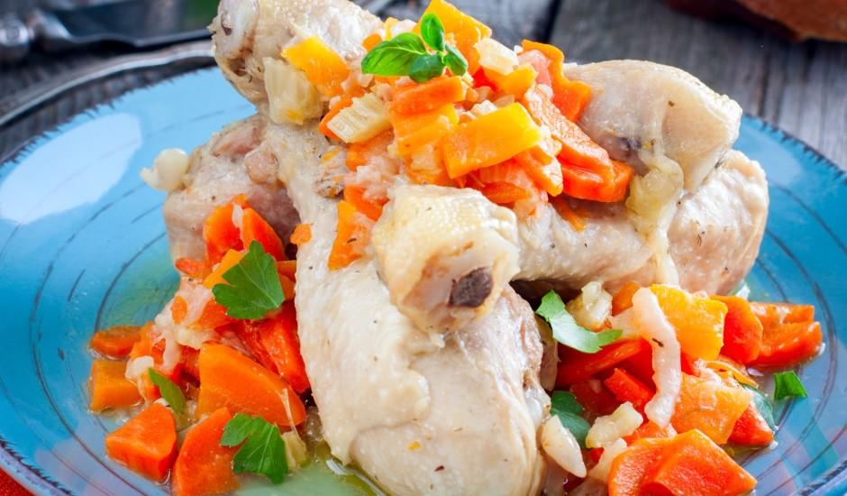 Vārīta vistas gaļa ar dārzeņiem