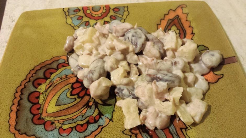 Pievieno majonēzi vajadzīgajā salātu konsistencē.  Labu ap...