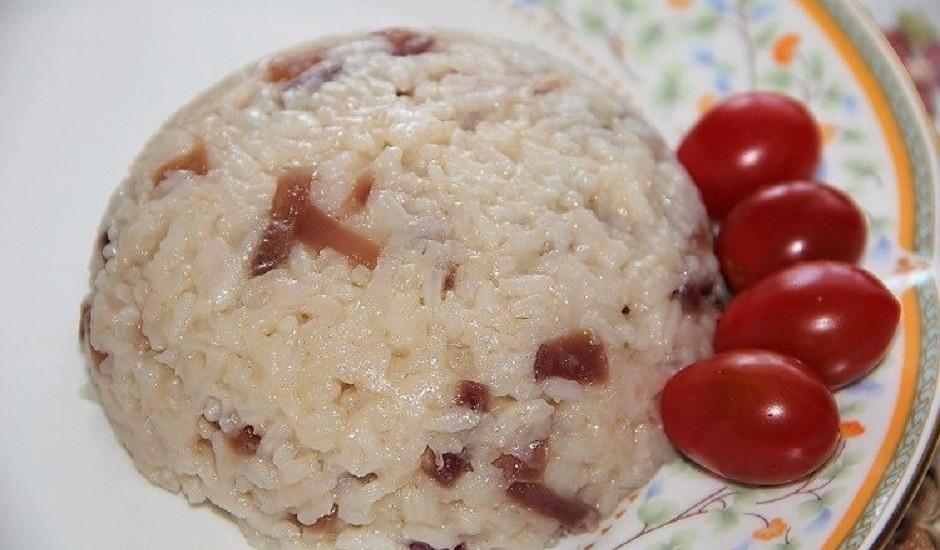 Rīsi ar karamelizētiem sīpoliem