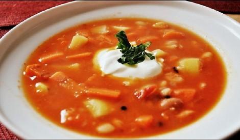 Pupiņu zupa ar tomātiem