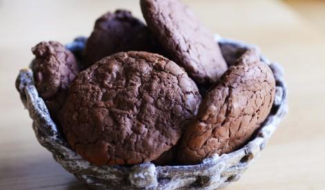 Šokolādes cepumi ar šokolādes gabaliņiem