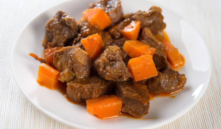 Marinēta - sautēta jēra gaļa ar burkāniem
